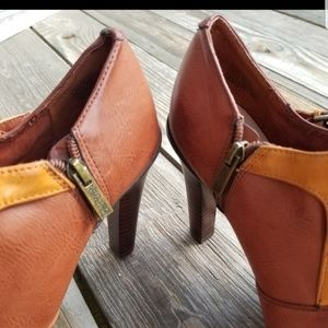 Kenneth Cole Reaction Shoes - Kenneth cole reaction  brown heel booties sz 8.5